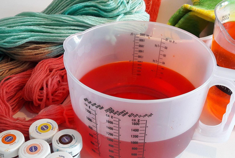 Workshop wol verven met voedingskleurstoffen